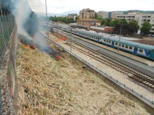 Ponte incendio davanti alla stazione 2